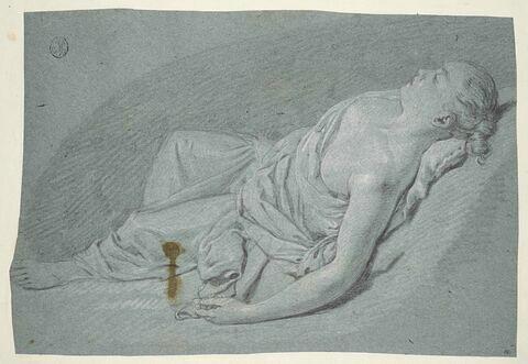 Jeune femme étendue sur le dos, la poitrine nue