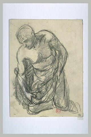 Homme demi-nu, agenouillé de trois-quart à gauche, renversant une corbeille