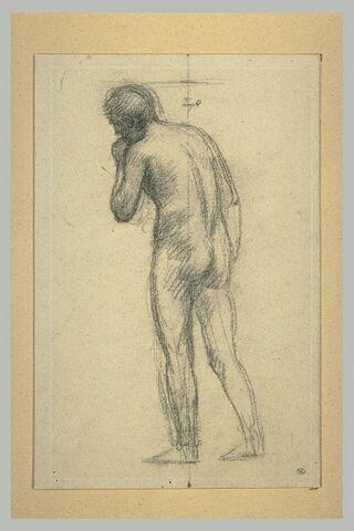 Homme nu, vu de dos, de trois quarts à gauche, la main gauche à la bouche