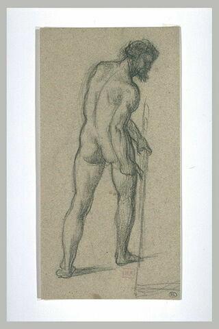 Homme nu, vu de dos, la tête de profil à droite, tenant une faux