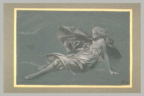 Une jeune fille assise à terre, appuyée sur la main gauche