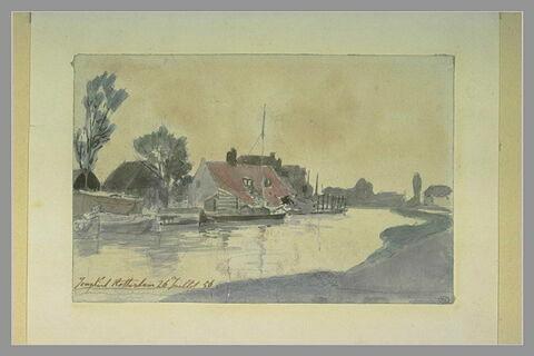 Vue d'un canal en Hollande avec une barque amarrée devant une maison