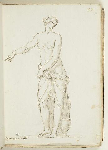 Femme debout, une draperie autour des hanches, le bras droit tendu...