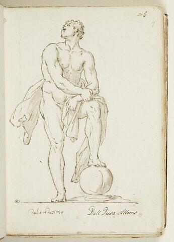 Homme debout, le jambe gauche repliée reposant sur une sphère...