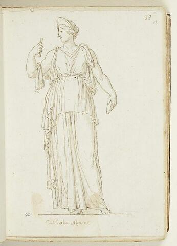 Femme drapée, vue debout de face, la tête de profil vers la gauche...
