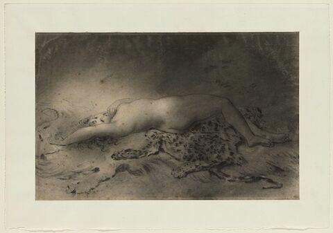 Femme nue étendue sur une peau de bête