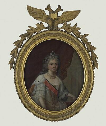 Portrait en buste d'une femme en robe blanche barrée d'un grand cordon rouge
