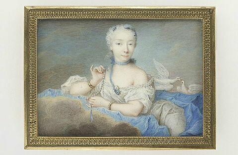 Portrait de femme en Vénus, assise dans les nuages