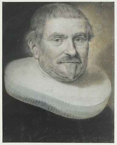 Portrait d'homme en buste, cheveux courts, moustache et barbiche