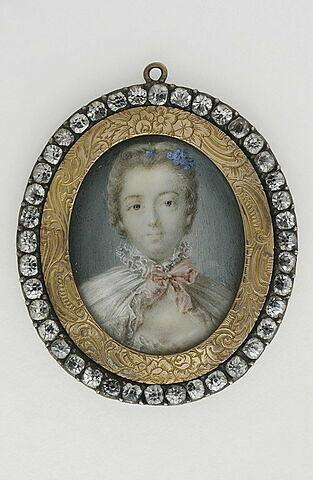 Jeune femme en costume négligé du temps de Louis XV