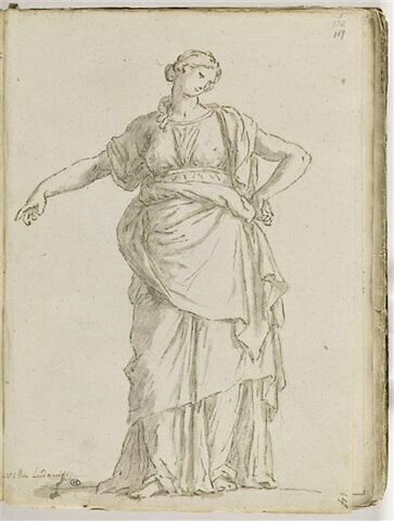 Femme drapée, debout, vue de face, le bras gauche replié sur la hanche...