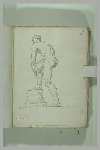 Athlète nu, vu de trois quarts de dos
