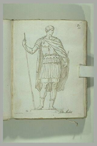 Guerrier debout en armure, l'épaule droite couverte d'une draperie