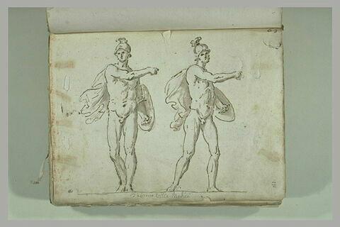 Un guerrier nu, debout, casqué, tenant un bouclier, vu sous deux angles...