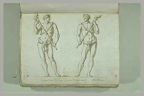 Deux hommes debout portent des flambeaux allumés, une guirlande sur le...