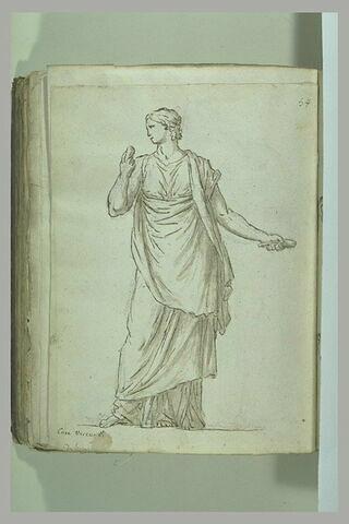 Femme drapée, debout, vue de face, le visage de profil vers la gauche, ...