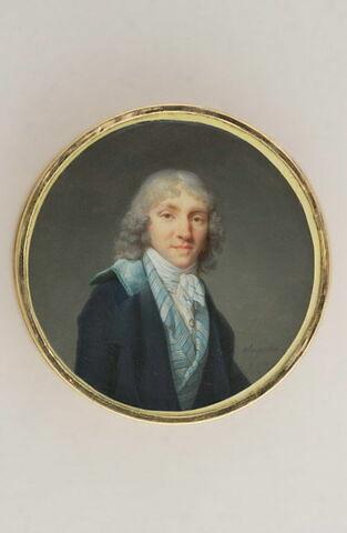 Portrait d'homme en manteau bleu et gilet à rayures bleu clair