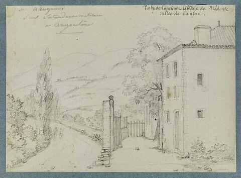 Restes de l'abbaye de Médouse, sur la route de Campan