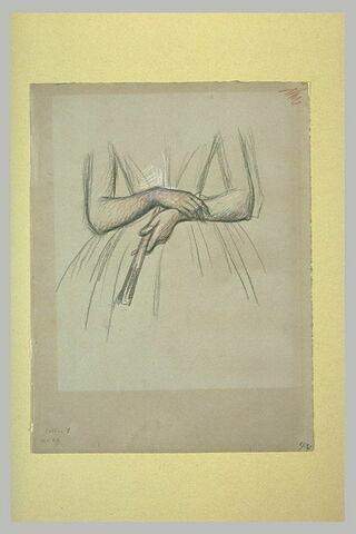 Mains de femme tenant un éventail
