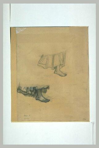 Deux études représentant le bas d'une jupe et un pied