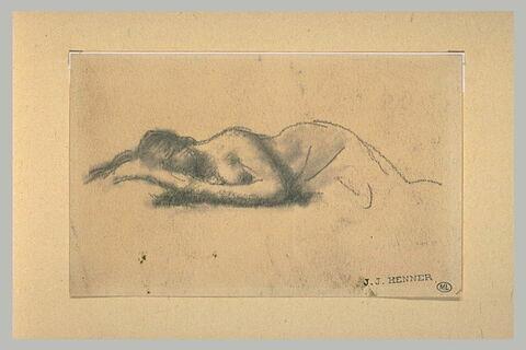 Femme nue, couchée sur le ventre, la tête dans ses mains