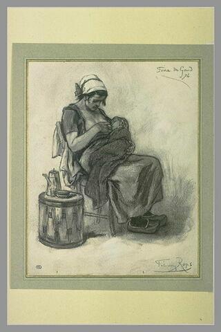 Femme de profil, allaitant un enfant enveloppé d'une couverture