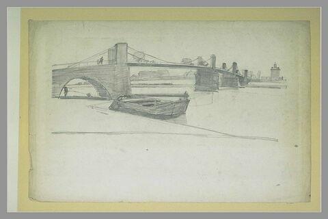 Pont suspendu et au premier plan, une barque amarrée