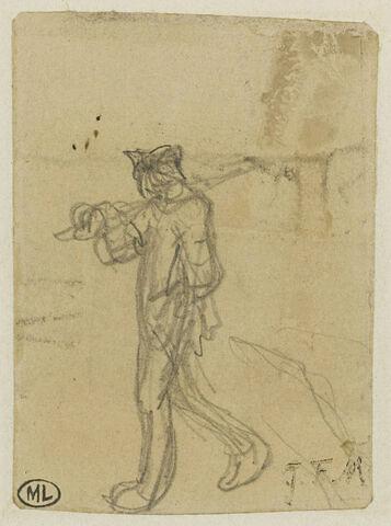 Homme marchant un outil sur l'épaule