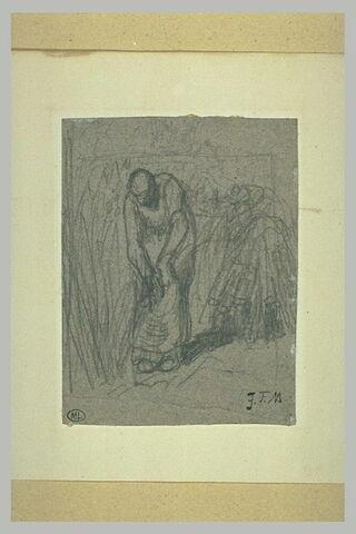 Femme penchée liant une gerbe