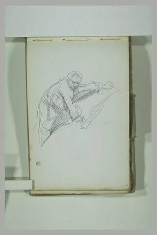 Soldat grimpant, le fusil près de lui