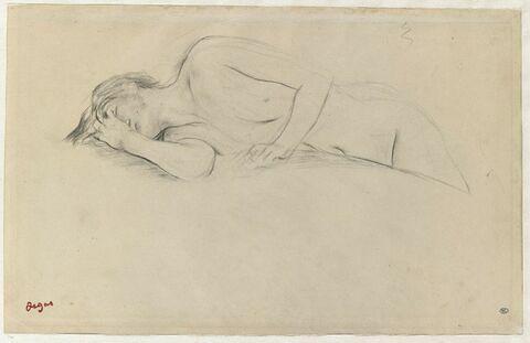 Femme nue allongée sur le ventre