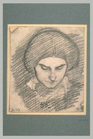 Tête de femme, de face, penchée en avant