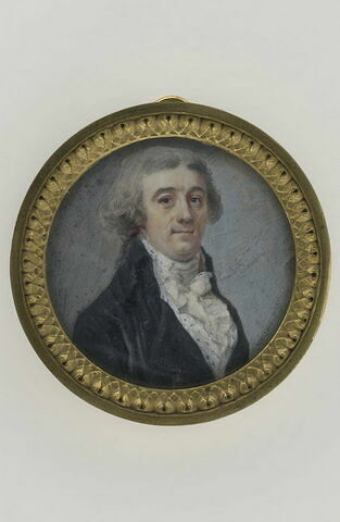 Portrait d'homme en buste, en habit noir à grands revers et gilet blanc