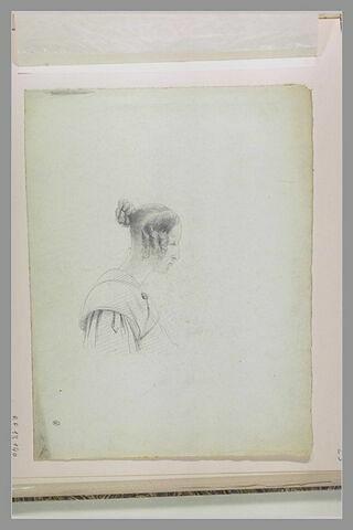Femme en buste, coiffée avec des anglaises