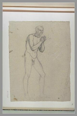 Homme nu, debout, joignant les mains ; reprise du haut du corps