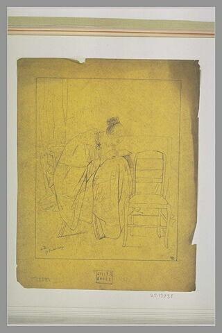 Femme assise, dessinant sur ses genoux