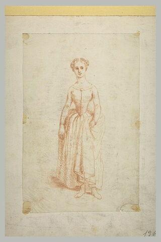Femme vêtue, debout, de face