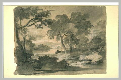 Rivière entre des rives boisées