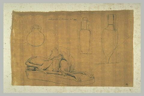 Statue d'un lévrier couché, et trois jarres