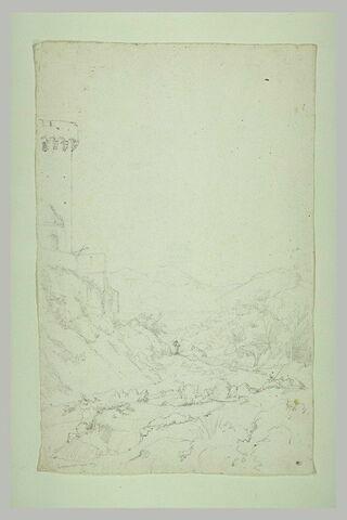 Tour dominant une vallée