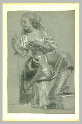 Femme assise, la main gauche sur la poitrine