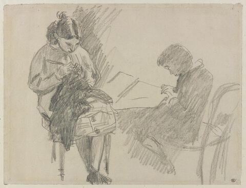 Jeune fille assise, tricotant, et un jeune garçon assis tenant une feuille