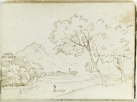 Paysage montagneux avec une ville et un pont dans le fond et une rivière traversée par une felouque au premier plan