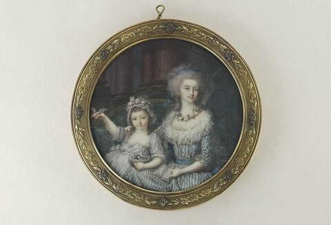 La Marquise de Mont Levrier et sa fille, assises sur un canapé