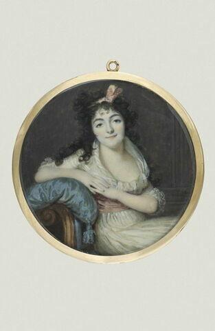 Femme assise sur une méridienne