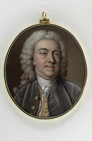 Portrait d'homme, en buste, en habit gris à gilet jaune et bleu