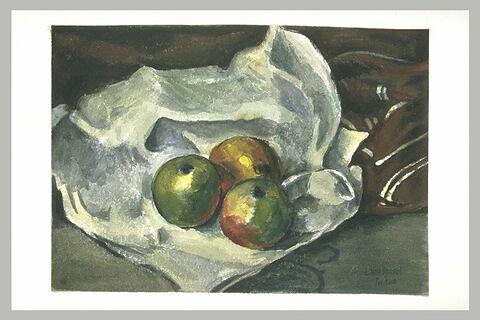 Trois pommes sur un torchon blanc