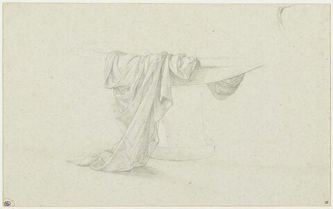 Etude d'une draperie posée sur une vasque
