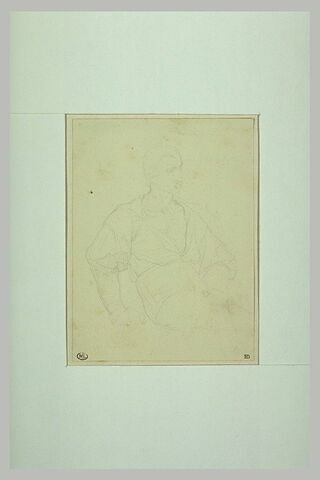 Jeune homme assis, vêtu d'une chemise ouverte sur la poitrine