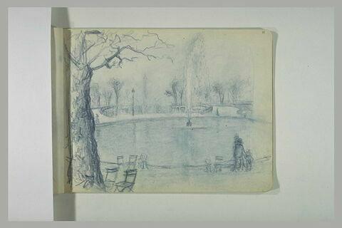 Vue de grand bassin à l'entrée du jardin des Tuileries